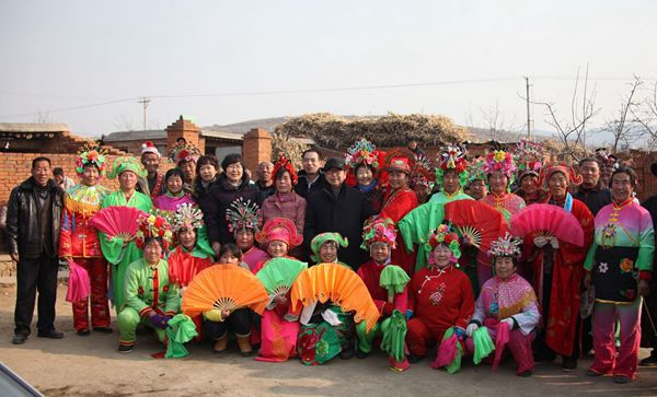 2014年春节前夕,民进秦皇岛市直第一支部捐助卢龙县蔡店自然村文化